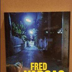 Libros: MÁS ALLÁ, A LA DERECHA / FRED VARGAS / NOVELA NEGRA / NUEVO.. Lote 140616510