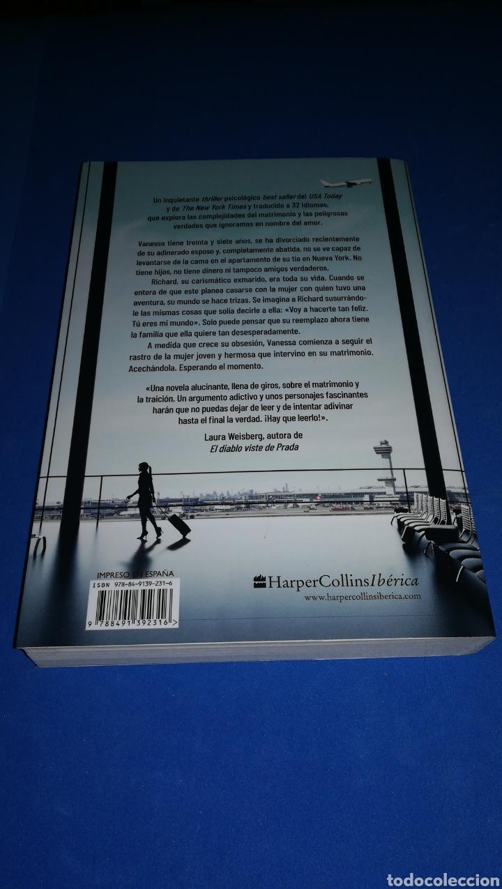Libros: Ella entre nosotros - Greer Hendricks & Sarah Pekkanen - en perfecto estado - Foto 2 - 165458396