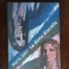 Libros: LA DONA DISCRETA, DE MARIA JAEN. L'ORGULL Y LA LLIBERTAT, EL DOLOR I LA REBEL·LIA PUNTEGEN UN RELAT. Lote 182784592