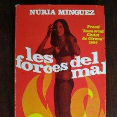 Libros: LES FORCES DEL MAL. NOVELA DE UNA DE LAS PIONERAS ESCRITORAS CATALANAS NURIA MINGUEZ. . Lote 183506823