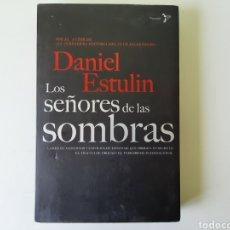 Libros: LOS SEÑORES DE LAS SOMBRAS DE DANIEL ESTULIN. Lote 198629536