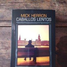 Libros: CABALLOS LENTOS DE MICK HERRON. Lote 207006636
