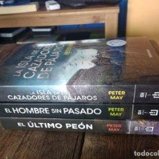 Libros: PETER MAY. LA ISLA DE LOS CAZADORES DE PÁJAROS. EL ÚLTIMO PEÓN. EL HOMBRE SIN PASADO.. Lote 214179292