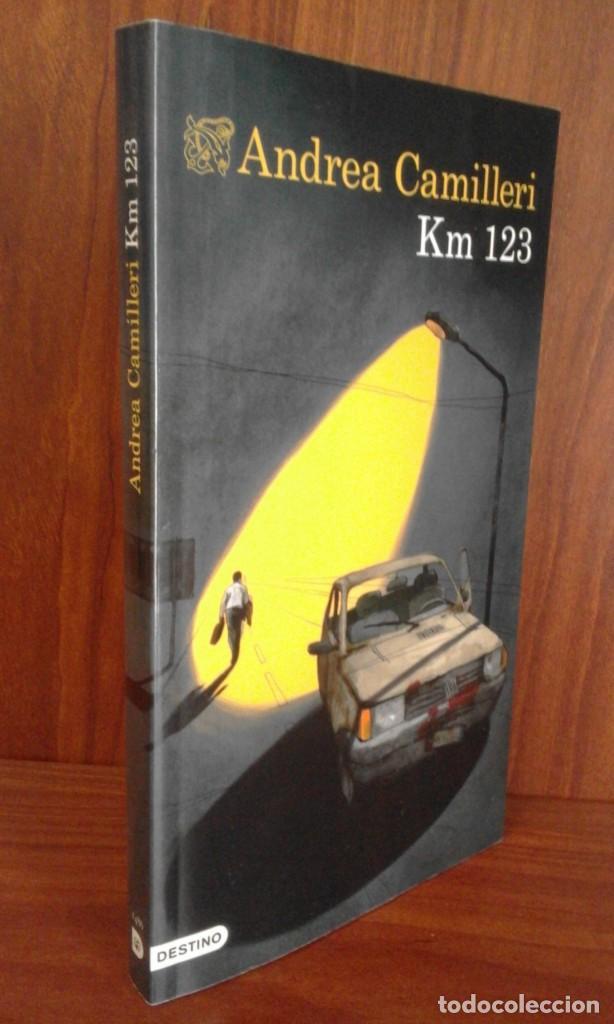 ANDREA CAMILLERI - KM 123 - DESTINO 2020 (1ª EDICIÓN) NUEVO (Libros Nuevos - Literatura - Narrativa - Novela Negra y Policíaca)