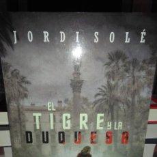 Libros: JORDI SOLÉ.EL TIGRE Y LA DUQUESA.HARPER COLLINS. Lote 222507242