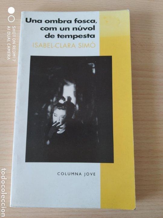 Libros: Una ombra fosca, com un nuvol de tempesta. Catalán. Nuevo - Foto 4 - 226434695