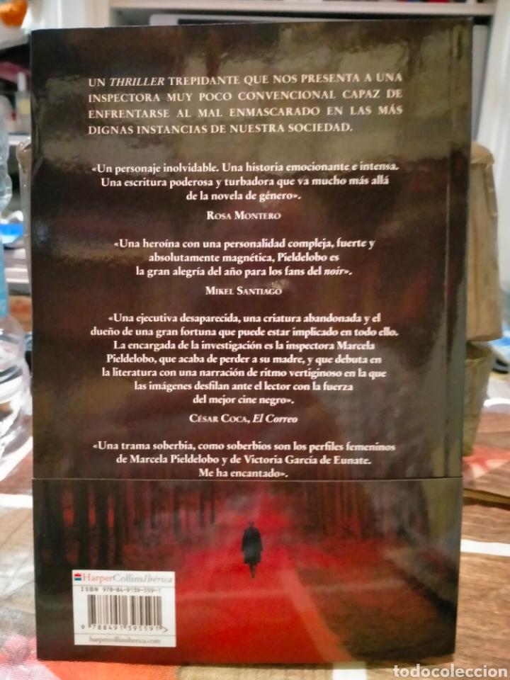 Libros: SUSANA RODRÍGUEZ LEZAUN. BAJO LA PIEL. (UN CASO DE LA INSPECTORA MARCELA PIELDELOBO). - Foto 2 - 257346935