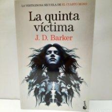 Libros: LA QUINTA VÍCTIMA DE J.D. BARKER. Lote 261631800