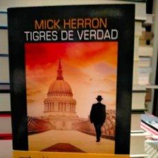 Libros: MICK HERRON. TIGRES DE VERDAD.(UN CASO DE JACKSON LAMB 3) . SALAMANDRA BLACK. Lote 278299003