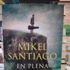 Libros: MIKEL SANTIAGO . EN PLENA NOCHE . B. Lote 278536538