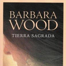 Libros: TIERRA SAGRADA DE BARBARA WOOD - PENGUIN RANDOM HOUSE, 2017 (NUEVO). Lote 114672667