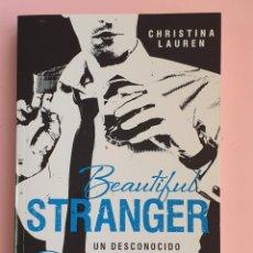 Libros: LIBRO-BEAUTIFUL STRANGER-UN DESCONOCIDO ENCANTADOR-CRHISTINA LAUREN-DEBOLSILLO-VER FOTOS. Lote 248642865