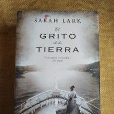 Libros: EL GRITO DE LA TIERRA SARAH LARK. Lote 294171973