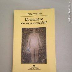 Libros: UN HOMBRE EN LA OSCURIDAD. Lote 181087310