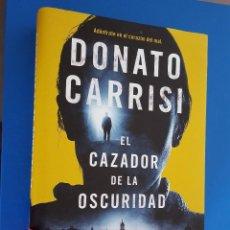 Libros: LIBRO / EL CAZADOR DE LA OSCURIDAD / DONATO CARRISI / 1ª EDICION ENERO 2016. Lote 201935896