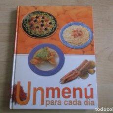 Libros: UN MENU PARA CADA DIA, 2006, EDICIONES RUEDA MUY FACIL PARA COCINAR. Lote 203329733