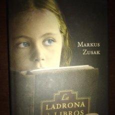 Livros: LA LADRONA DE LIBROS. MARCUS ZUSAK. GASTOS INCLUIDOS. Lote 203390530