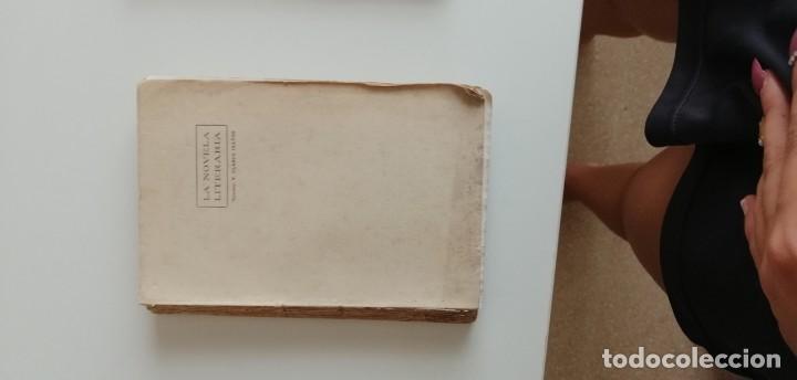 G-34 LIBRO LA NOVELA LITERARIA EL PERFUME DE LAS ISLAS BORROMEAS (Libros nuevos sin clasificar)
