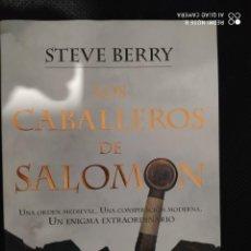 Libros: BEST SELLER THRILLER. LOS CABALLEROS DE SALOMON. STEVE BERRY. PRECIO DE ENVIO CERTIFICADO INCLUIDO. Lote 217013445