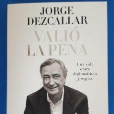 Libros: LIBRO / JORGE DEZCALLAR - VALIÓ LA PENA, EDICIONES PENÍNSULA 1ª EDICIÓN OCTUBRE 2015. Lote 217300537