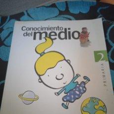 Libros: LIBRO CONOCIMIENTO DEL MEDIO. PRIMARIA 2 . SANTILLANA. Lote 228009345