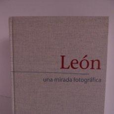 Livres: LEON - UNA MIRADA FOTOGRAFICA. Lote 230857595