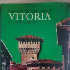 Libros: VITORIA HISTORIA DE UNA CIUDAD I.EL NUCLEO MEDIEVAL. Lote 251370930