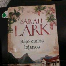 Libros: LIBRO BAJO CIELOS LEJANOS (SARAH LARK). Lote 253935780