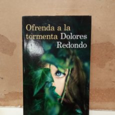 Livros: LIBRO DOLORES REDONDO OFRENDA LA TORMENTA. Lote 260302555
