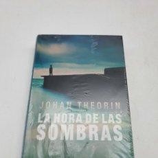 Libros: LA HORA DE LAS SOMBRAS ( JOHAN THEORIN ) NUEVO. Lote 276538948