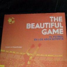 Livres: EL FUTBOL EN LOS AÑOS SETENTA THE BEAUTIFUL GAME. Lote 117937851