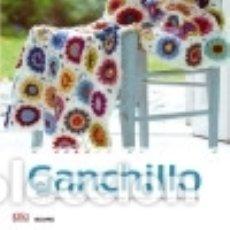 Libros: MANUALIDADES SENCILLAS. GANCHILLO: HILOS Y LANAS, MUESTRAS, PRENDAS CLÁSICAS, IDEAS CREATIVAS BLUME . Lote 70944782