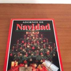 Libros: ADORNOS DE NAVIDAD, DETALLES FESTIVOS Y DECORATIVOS / 2 LIBROS / HYMSA 1994. Lote 128030091