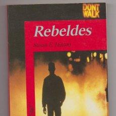 Libros: REBELDE LIBRO PARA JOVENES 275000 EJEMPLARES. Lote 221426566