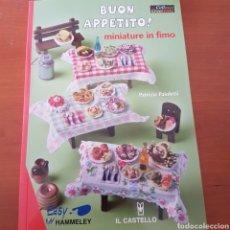 Libros: MODELAR COMIDAS MINIATURAS EN FIMO, PARA CASAS DE MUÑECAS. Lote 241429690