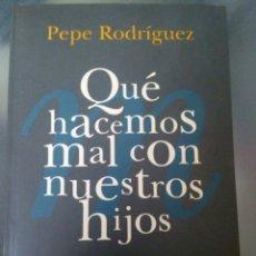 Libros: QUE HACEMOS MAL CON NUESTROS HIJOS. PEPE RODRÍGUEZ. Lote 99073872