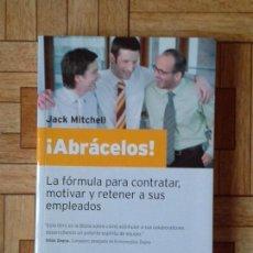 Libros: JACK MITCHELL - ABRÁCELOS. Lote 138533150
