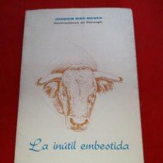 Libros: LA INÚTIL EMBESTIDA JOAQUÍN MÁS NIEVES ILUSTRACIONES DE PÉREZ GIL 1976 ORIHUELA. Lote 152795289