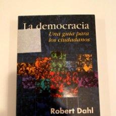 """Libros: """"LA DEMOCRACIA UNA GUÍA PARA LOS CIUDADANOS"""" - ROBERT DAHL. Lote 244967470"""