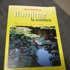 Libros: ILUMINAR LA SOMBRA, CLARA BADALONA. FIRMADO Y DEDICADO.. Lote 212566718