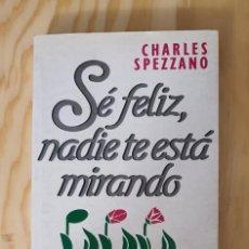 Libros: SE FELIZ NADIE TE ESTA MIRANDO, CHARLES SPEZZANO, (EDICIONES URANO). Lote 226719980