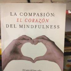 Libros: LA COMPASION EL CORAZÓN DEL MINDFULNESS, VICENTE SIMÓN PRIMERA EDICIÓN 2015. BIEN CONSERVADO. Lote 247490590