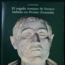 Libros de segunda mano: EL TOGADO ROMANO DE BRONCE HALLADO EN PERIATE (GRANADA). JAVIER ARCE. Lote 117181790
