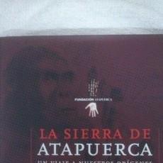 Libros de segunda mano: LA SIERRA DE ATAPUERCA UN VIAJE A NUESTROS ORÍGENES. Lote 53436919