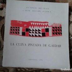 Libros de segunda mano: LA CUEVA PINTADA DE GALDAR, DE ANTONIO BELTRÁN Y JOSE MIGUEL ALZOLA, 1974. CON DEFECTO (CANARIAS). Lote 90810010