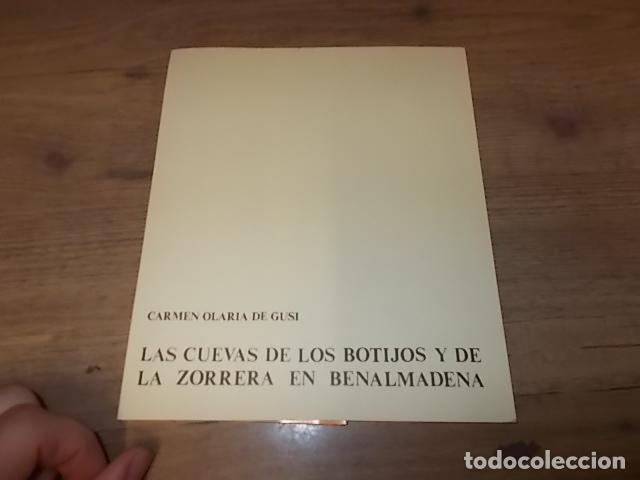 Libros de segunda mano: LAS CUEVAS DE LOS BOTIJOS Y DE LA ZORRERA EN BENALMÁDENA. CARMEN OLARIA . 1978. VER FOTOS. - Foto 2 - 134348370