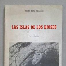 Libros de segunda mano: LAS ISLAS DE LOS DIOSES. PEDRO DÍAZ ÁLVAREZ.. Lote 143732890