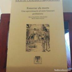 Libros de segunda mano: ENTERRAR ELS MORTS-UNA APROXIMACIOÓ AL MÓN FUNERARI PREHISTORIC-VVAA-SOCIETAT CATALANA D'ARQUELOGIA-. Lote 152345234