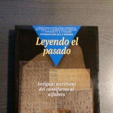 Libros de segunda mano: LEYENDO EL PASADO: ANTIGUAS ESCRITURAS DEL CUNEIFORME AL ALFABETO. Lote 153485874