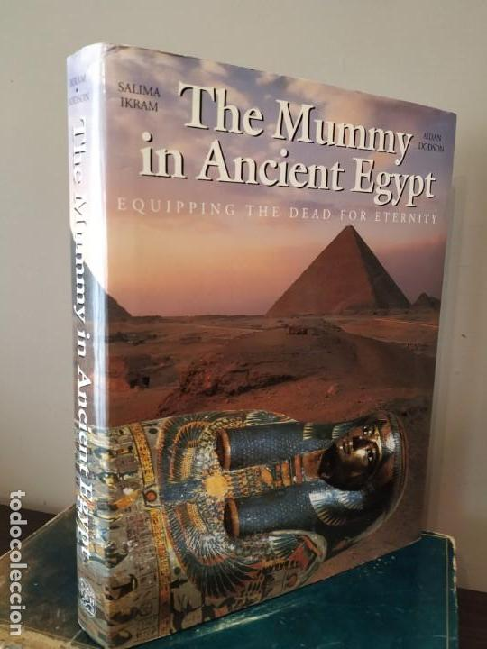 Libros de segunda mano: THE MUMMY IN ANCIENT EGYPT SALIMA IKRAM & AIDAN DODSON - Foto 2 - 159850202